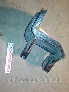 Кронштейн рессоры передней ( передний)  AZ9719520005 HOWO самосвал