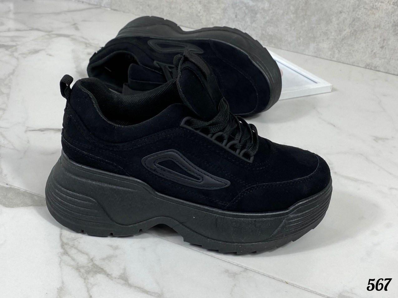 Кроссовки с черной подошвой
