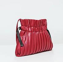 Эффектная красная сумка
