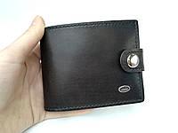 Кожаный мужской кошелек ручной работы темно-коричневого цвета TsarArt на кнопке с монетницей