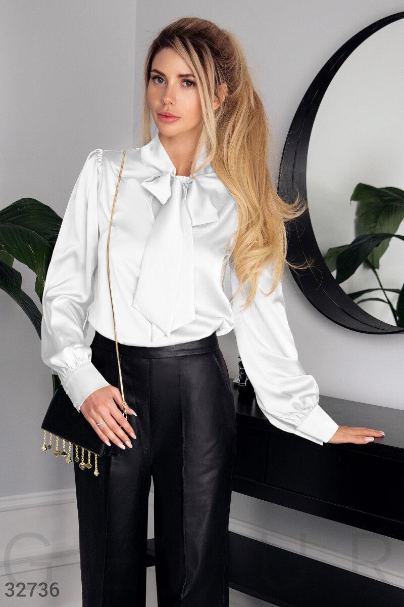 Элегантная шелковая блуза классического кроя белая