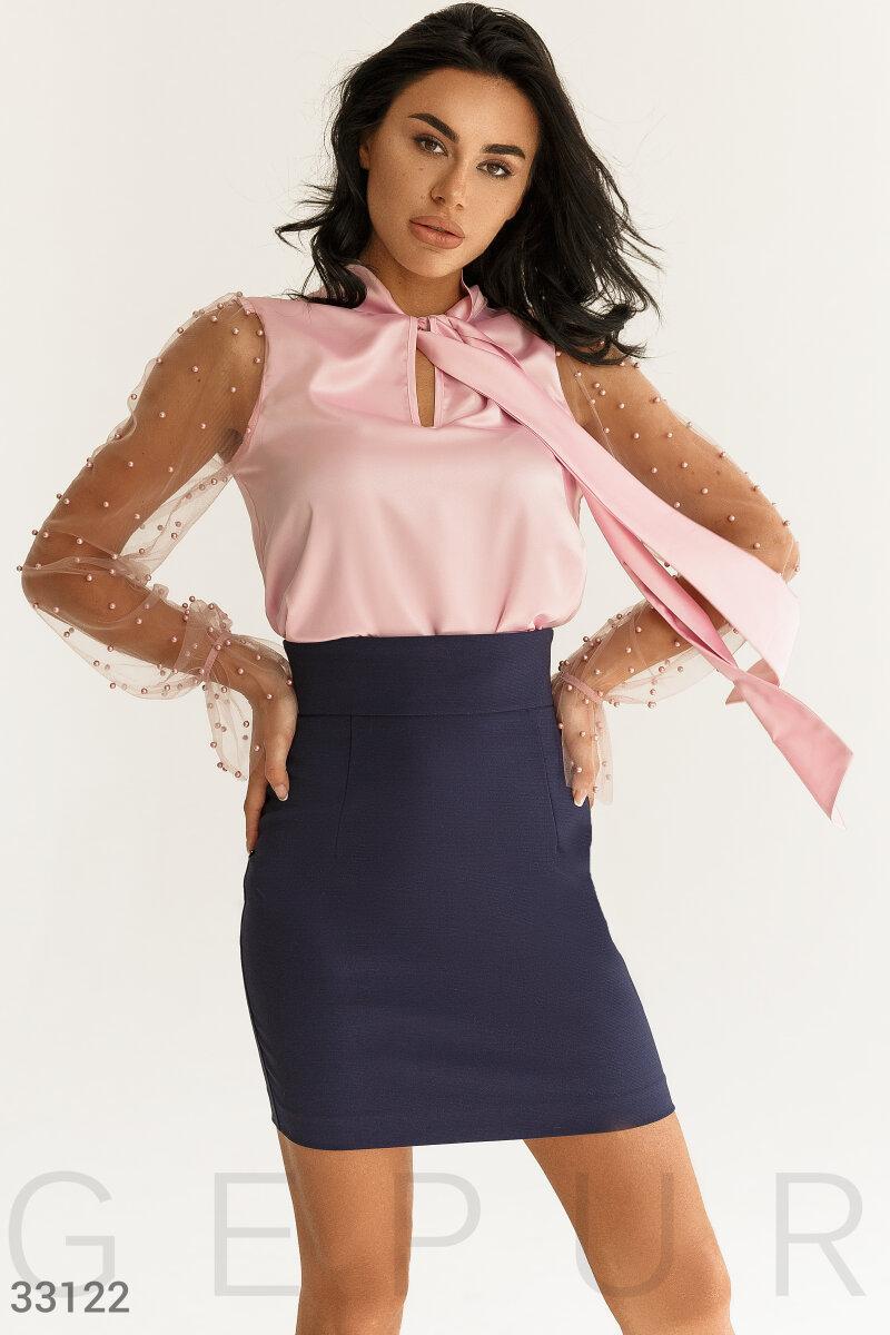 Нежная шелковая блуза с эффектным длинным рукавом
