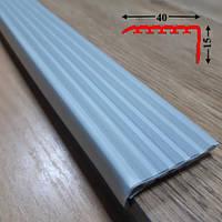 Накладка антискользящая прорезиненная на самоклеющейся основе 15х40, длина 1,35 м Светло-серый, фото 1