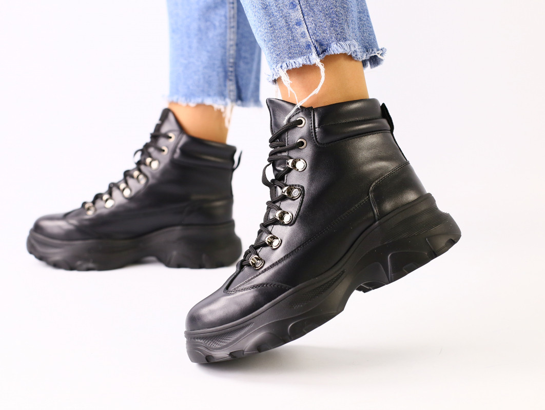 Женские демисезонные черные кожаные ботинки