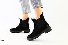 Женские черные замшевые ботинки на резинке, с затертым носком и пяткой