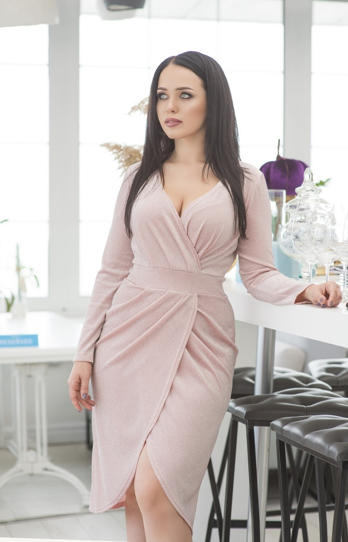 Платье на запах, отлично подчеркивает декольте и показывает шикарные ноги  р.50-52,54-56  код 5163А