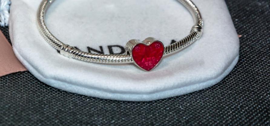 Шарм бусина в форме сердца на браслет Pandora Пандора