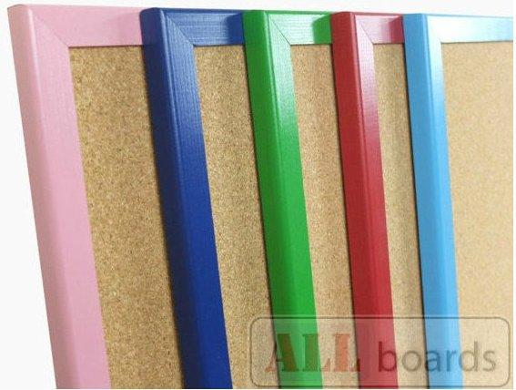 Пробковые доски в деревянной цветной раме