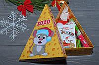 Новогодний подарочный набор в виде сырной коробочки