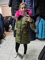 Яскравий молодіжний пуховик - парка Covily 17-09, хакі із рожевим хутром, розмір XL, фото 1