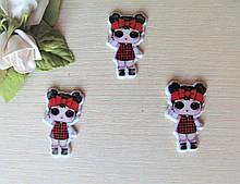 Серединка для бантиков (кабошон) Кукла Лол в красной повязке - 3.8 см