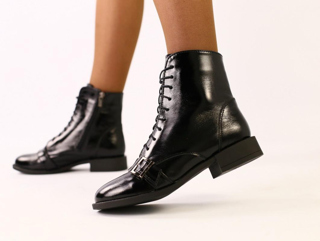 Черные ботинки на байке кожа наплак, с замком и шнуровкой