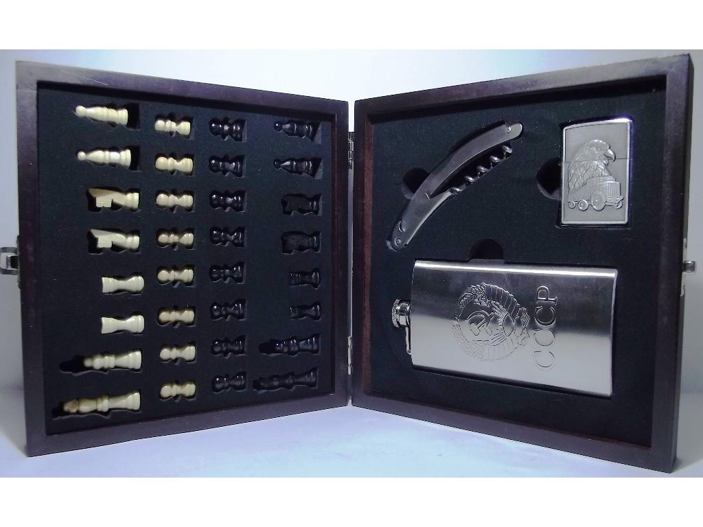 Набір в дерев'яній скриньці: шахи + фляга + запальничка + ножа/штопор. (Великий)