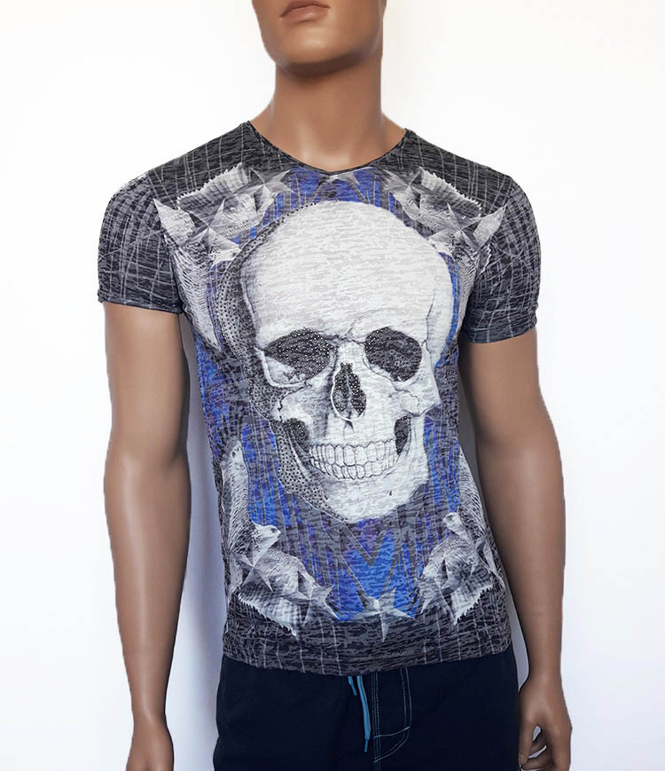 Красивая мужская футболка