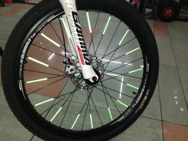 Відбивачі на спиці велосипеда (світловідбиваючі трубки / смужки / палички) (6 кольорів)