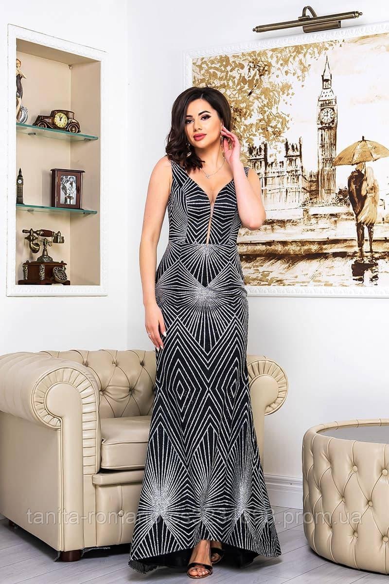 Вечірня сукня прилеглогу крою срібного кольору