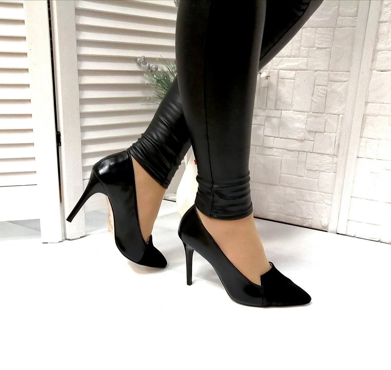 Об'єднані жіночі туфлі на шпильці