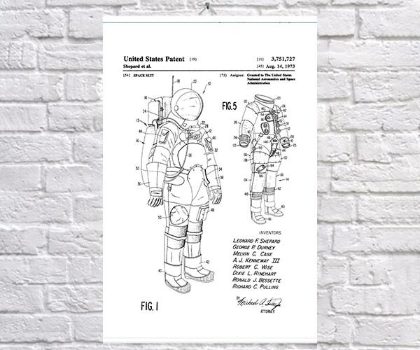 Постер BEGEMOT Патент-чертеж Скафандр Миссия АПОЛЛО 40x61 см Белый (1120176)