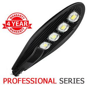 Консольний вуличний світильник LED 200W 6000-6500К з лінзою серія PROFESSIONAL
