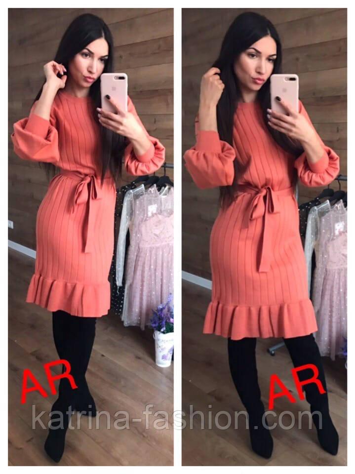 Женское платье машинной вязки с рюшами и поясом (в расцветках)