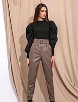 Лаконичные кожаные брюки. Женская модная одежда. Весенняя коллекция