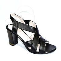 Черные кожаные босоножки на высоком каблуке