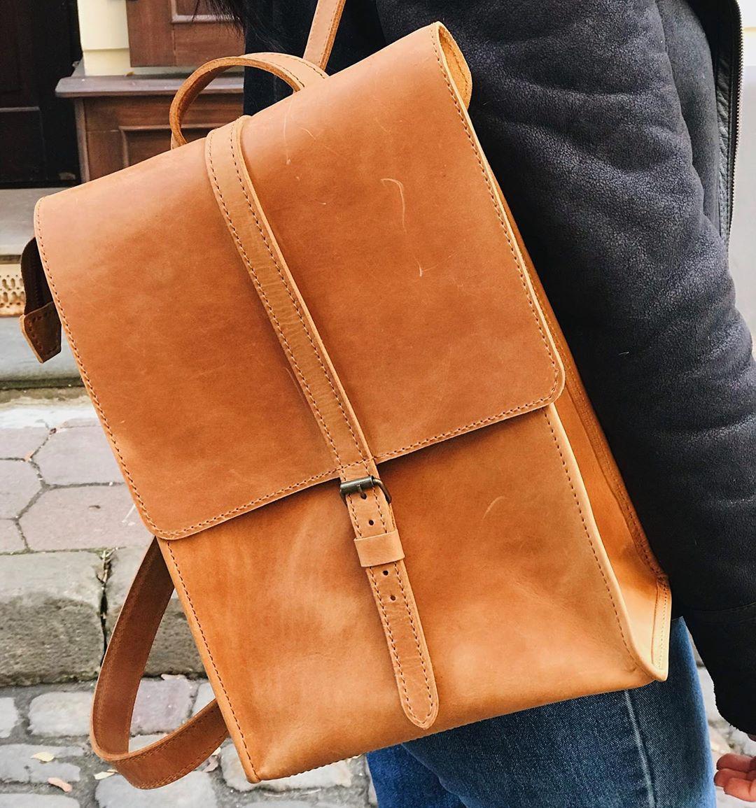 Шкіряний рюкзак «Backy Foxy» чоловічий пісочний (26x35 см) ручної роботи від pan Krepko