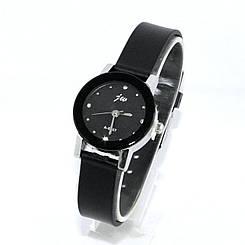 Женские часы на силиконовом ремешке