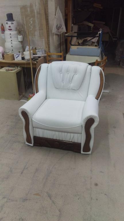 Виготовлення під замовлення крісл та інших мяких меблів.