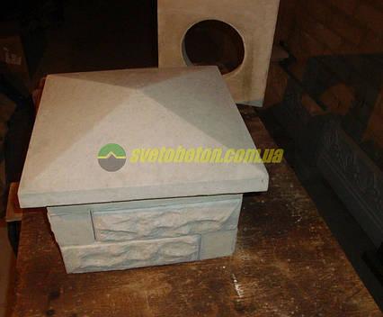 Крышка колпак на столб забора бетонная, шляпка 350х350, плита накрытие парапета колонны из бетона.