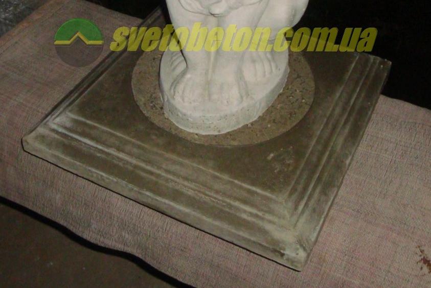 Декоративная бетонная квадратная плита подставка 450х450 под фигуры, вазы и вазоны уличные горшки и кашпо.