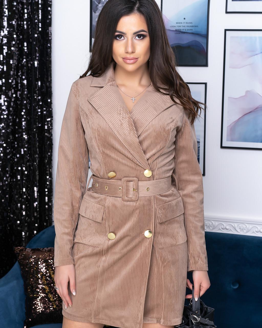 Стильное красивое женское платье - пиджак под поясом бежевого цвета