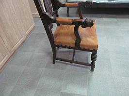Кресло  антикварное.