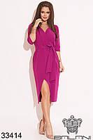 Женское платье цвета фуксии миди на запах