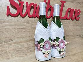Прикраса на весільне шампанське Monogram. Колір пудра.