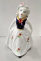 Фарфоровая статуэтка Девочка в шляпке