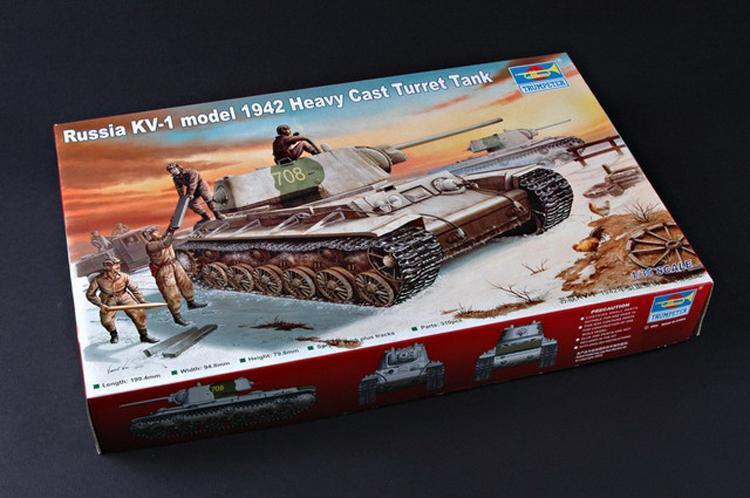 КВ-1 (тяжелая башня, 1942 г.) Сборная модель танка в масштабе 1/35. TRUMPETER 00359