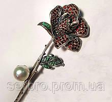 Булавка с жемчуженой и красно-зеленым цирконом серебро Роза