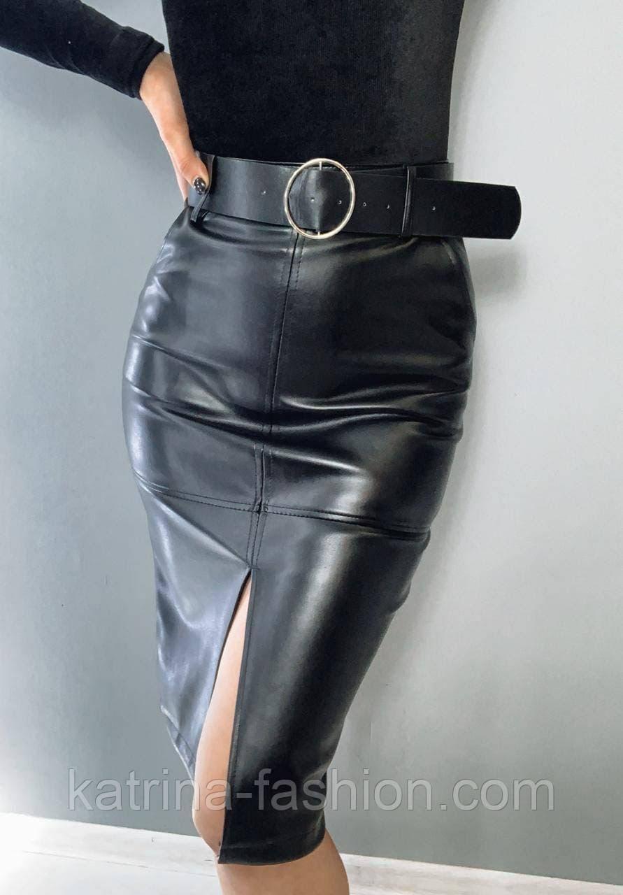 Женская черная юбка-карандаш из эко-кожи с поясом