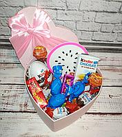 Вкусный подарок для девушки со сладостями киндер