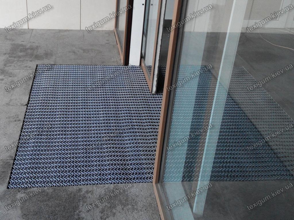 Грязезащитный антискользящий ковер Волна в интерьере помещения
