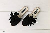Женские шлепанцы с цветком черные