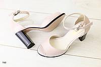 Женские кожаные пудровые босоножки на каблуке 37