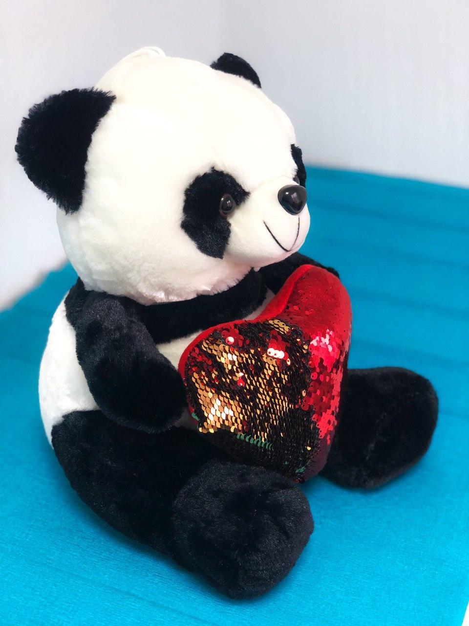 Плюшевый мишка Панда с сердцем в подарочной упаковке р-р M