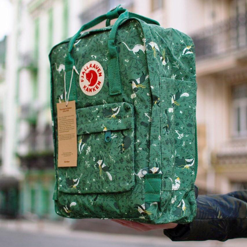 Сумка-рюкзак канкен зеленый с рисунками Fjallraven Kanken Green Fable classic 16 л