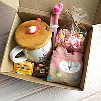 Подарок  для девушки, подруги, с чашкой фламинго на 8 марта