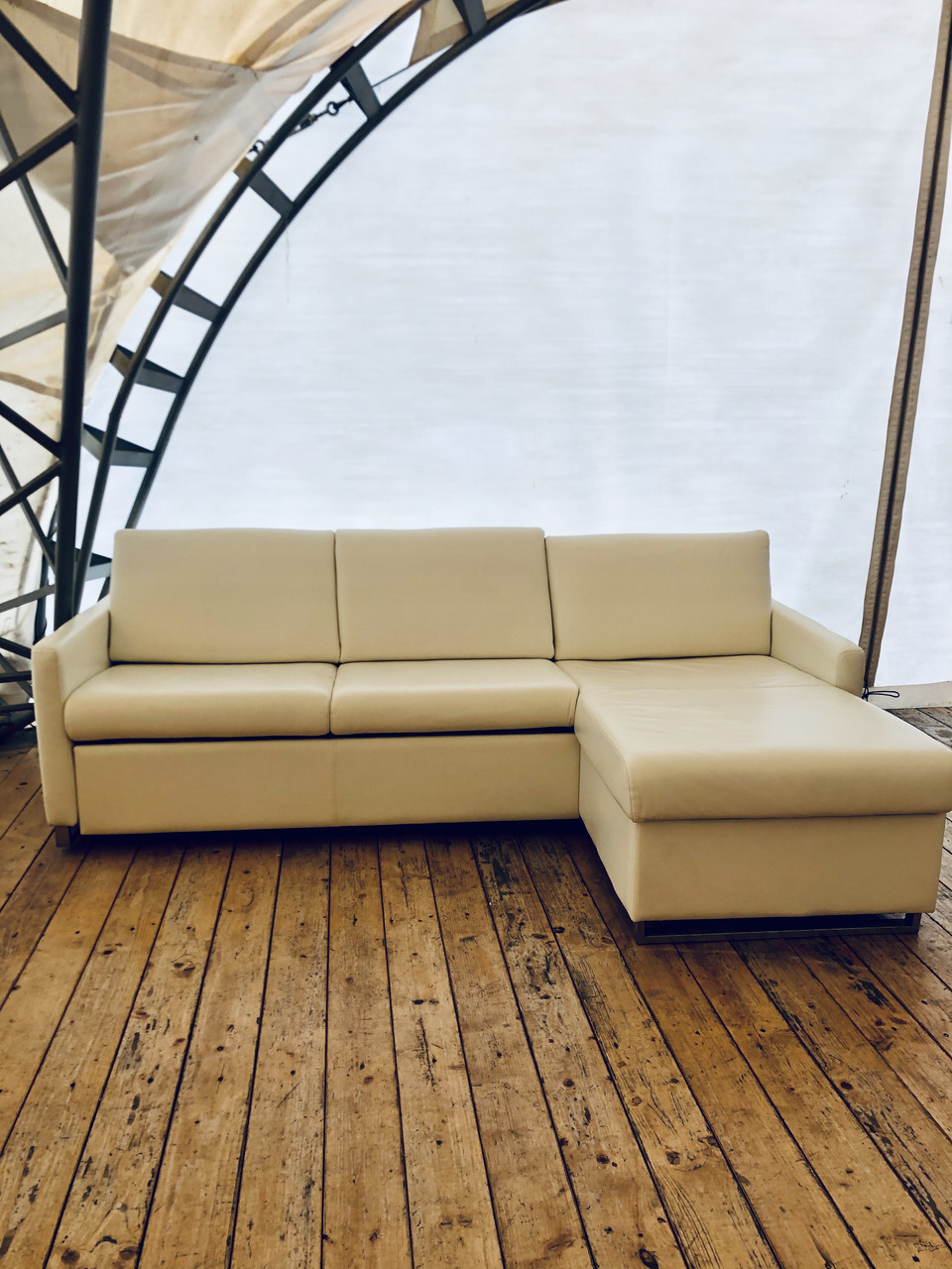 Кутовий шкіряний розкладний диван «Фіоль»