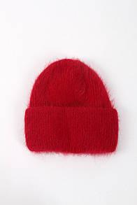 Красная теплая зимняя шапка