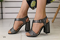 Женские замшевые босоножки на удобном каблуке, фото 1