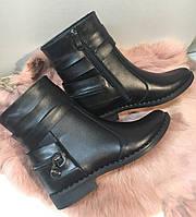 Ботинки женские кожаные на маленьком каблуке, цвет черный